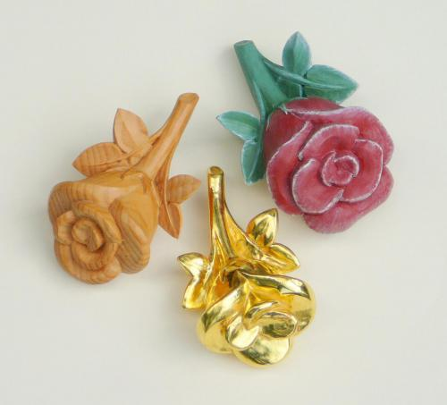 Rosen 13cm Zirbelkiefer natur vergoldet und bemalt
