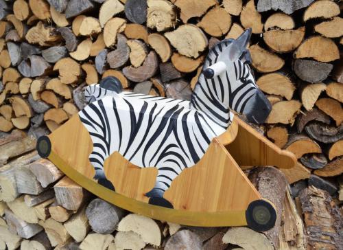 Schaukelzebra, 50cm mal 70cm Lindenholz und Kiefer bemalt und geölt